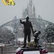 Tokyo Disneyland: foto del parco sotto la neve