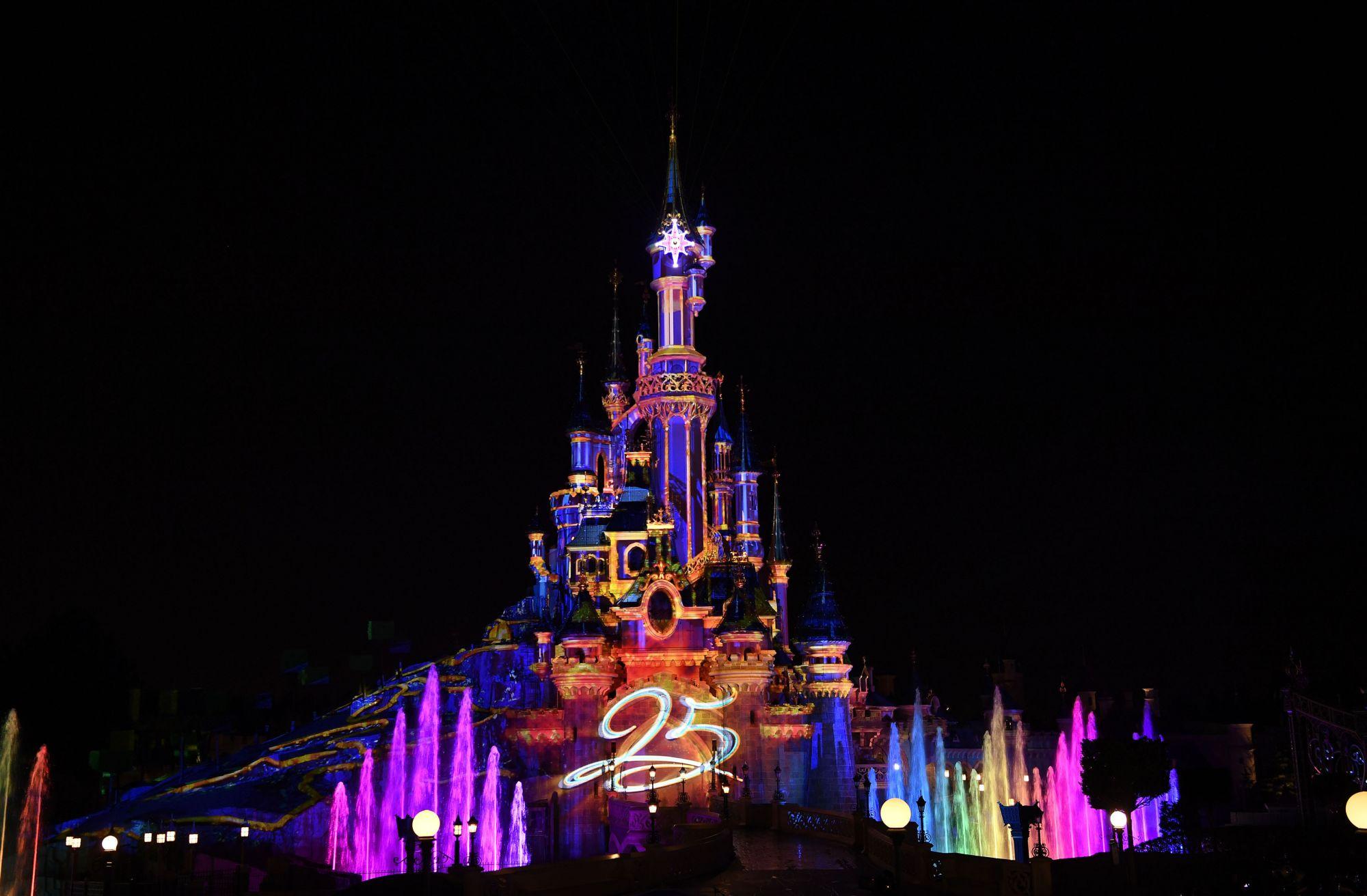 Disneyland paris si festeggia il 25 anniversario parksmania - Illumination a paris ...